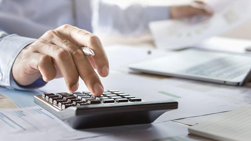 財務会計の業務を行う社員